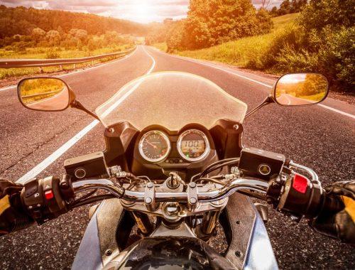 danger moto vue à la 1er personne